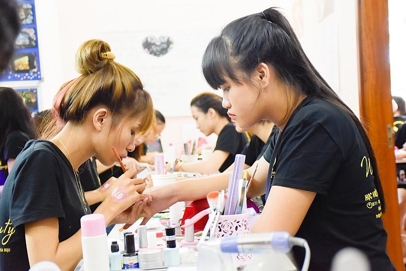 nghề cho con gái nghề nail